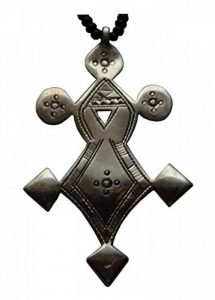 """Croix du Sud Touareg """"Agadès"""" en argent massif (""""teneghelt"""") avec collier à billes en Onyx de la marque Bijoux Touaregs Coopérative """"La Gazelle du Désert"""" image 0 produit"""