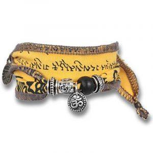 """""""Earth Mantra"""" - Bracelet de souhait et de bonne chance fait avec des drapeaux de prière tibétains. Le tissu de coton de qualité est imprimé avec des mantras bouddhistes. Cadeau pour les hommes de la marque Anisch de la Cara image 0 produit"""