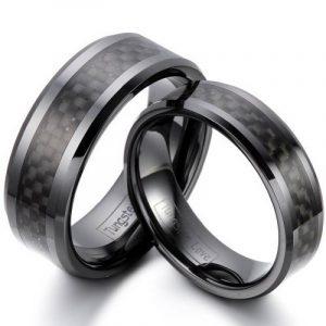 JewelryWe Bijoux 2 Pièces Bague Homme Femme Fibre de Carbone Céramique Couples Anneaux Fantaisie Avec Sac Cadeau(Email tailles) de la marque JewelryWe image 0 produit