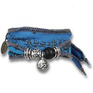 """""""Space Mantra"""" - Bracelet de souhait et de bonne chance fait avec des drapeaux de prière tibétains. Le tissu de coton de qualité est imprimé avec des mantras bouddhistes. Cadeau pour les hommes de la marque Anisch de la Cara image 0 produit"""